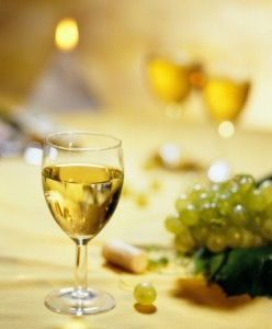 white-wine-with-grapes